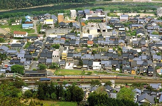 2004.5.2 播但線 竹田-青倉 リバイバル急行「但馬」1.jpg
