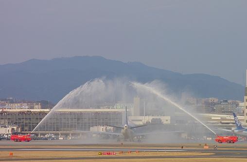 2014.1.12 伊丹空港へ747ラストフライトイベント ウオーターキャノン3.JPG