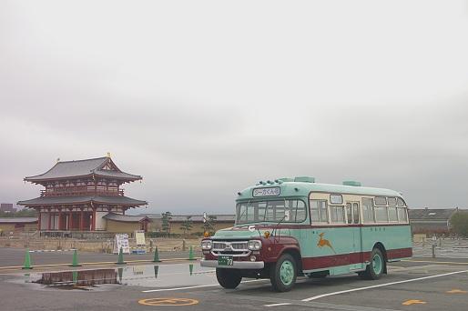 2014.3.2 平城京朱雀門 奈良交通ボンネットバス.JPG