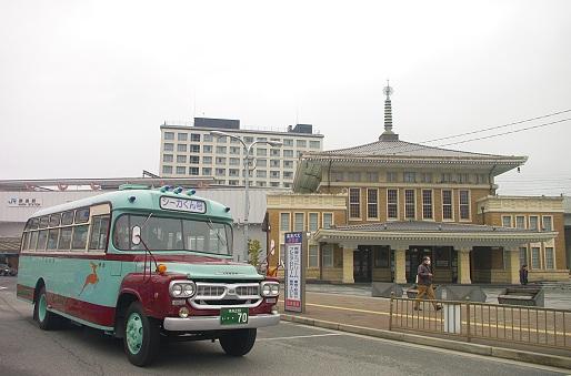 2014.3.2 JR奈良駅前 奈良交通ボンネットバス.JPG