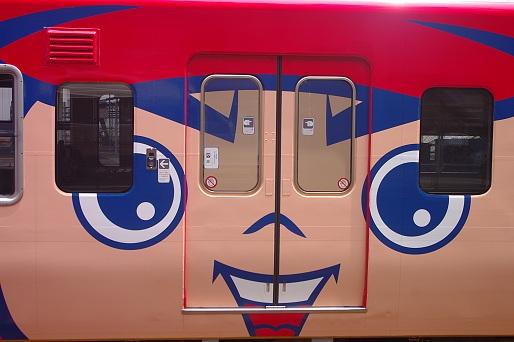 2014.6.8 山陽本線 広島 カープ電車3.JPG