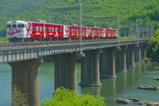 2017.5.4 山陽本線 熊山-万富 カープ列車2017年1.JPG