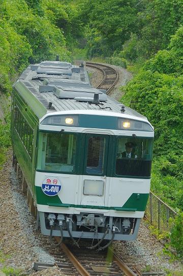 2017.6.17 徳島線 辻-阿波加茂 キハ185系「よしの川」1.JPG