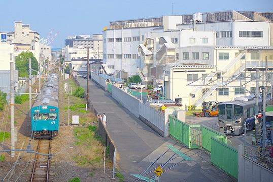 2017.6.18 山陽本線(和田岬線)和田岬-兵庫 225系出荷前と103系1.JPG