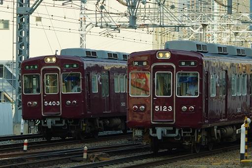 2017.7.19 阪急各線 十三 5300系と5100系の並走1.JPG
