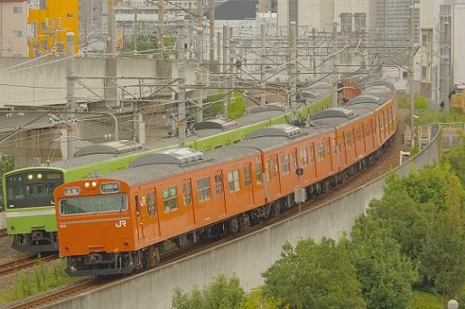 2017.9.23 大阪環状線 新今宮-今宮 103系と201系の並走.JPG