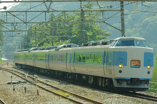 2017.9.9 中央本線 上野原-四方津 189系あずさ色1.JPG