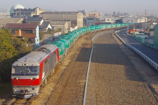 2018.2.9 関西本線貨物支線 四日市-塩浜 DF200貨物1.JPG