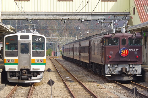 2018.3.11 信越本線 横川 211系と団体列車1.JPG