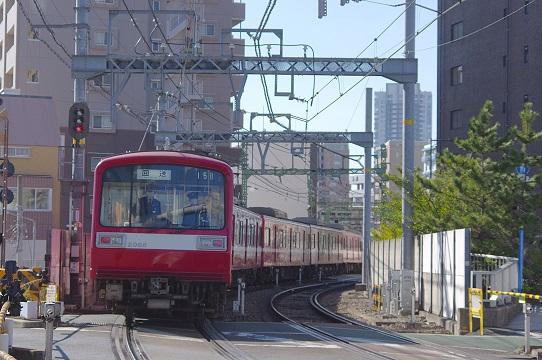 2018.3.12 京急本線 品川-北品川 2000系1.JPG