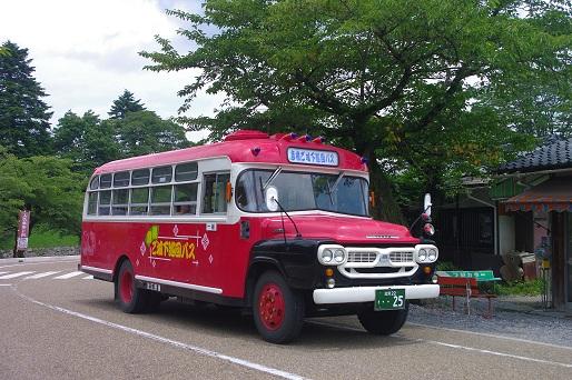 2012.7.15 近江鉄道 ボンネットバス走行1.jpg