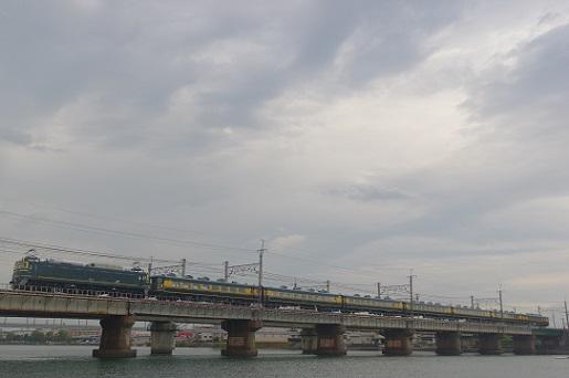 2018.10.26 東海道本線 瀬田-石山 EF81+なにわ1.JPG