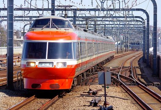 2018.3.12 小田急小田原線 経堂 7000系LSE1.JPG