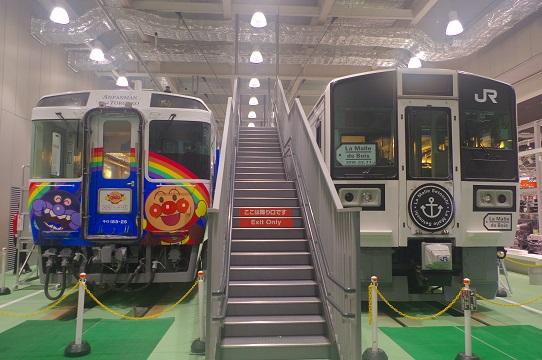 2019.2.11 京都鉄道博物館 アンパンマントロッコとLa Malle de Boisの並び1.JPG