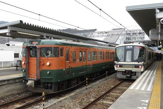 2019.2.21 赤穂線 播州赤穂 115系湘南色と221系1.JPG