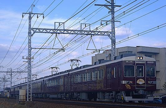 2019.2.23 阪急京都線 茨木市-南茨木 快速特急A「京とれいん」1.JPG
