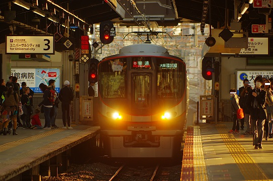 2019.4.12 大阪環状線 西九条 323系キティ1.JPG